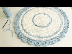 Newest Free of Charge Wall Hangings fio de malha Tips If you would like add meaning to the wall space of your abode, you can try available the right the item hangin. Crochet Mat, Crochet Rug Patterns, Crochet Home, Crochet Stitches, Yarn Wall Hanging, Wall Hangings, Round Rugs, Crochet Videos, Deco Table