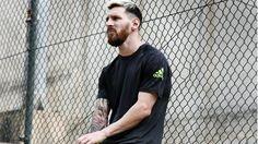 Un look impensado poco tiempo atrás: cabello teñido y barba hipster