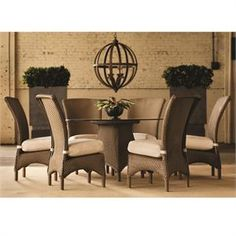 Lloyd Flanders Mandalay wicker dining set with 6 chairs. The Lloyd Flanders set is available with your choice of wicker finishes and custom cushion options.