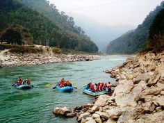 Try out this adventurous river boat ride at Darjeeling that would be much more thrilling and exciting! #Nakshatratrip.