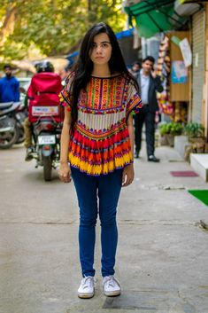 Street Style in India Kurta Designs, Kurti Designs Party Wear, Blouse Designs, Stylish Dress Designs, Stylish Dresses, Indian Designer Outfits, Indian Outfits, Casual Trends, Look Short