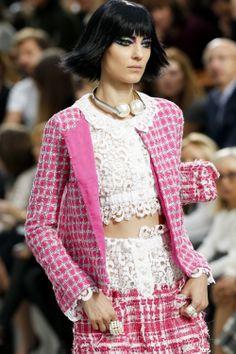 VOGUE fashion | trends | フェミニンな自分を発見できる、可憐なレースのアイテム。 | CHANEL