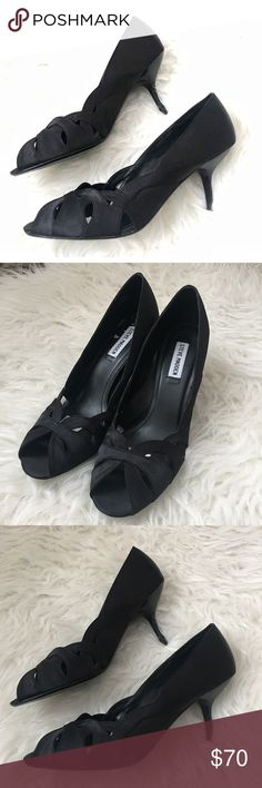 Steve Madden satin pumps Excellent condition satin pumps with no slip grips. Low heels make them super wearable while still being pretty and girlie. Steve Madden Shoes