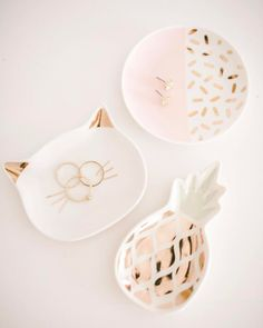 Add a feline touch to your armoire with this LC Lauren Conrad trinket tray, adorned with cat ears and whiskers. Diy Clay, Clay Crafts, Clay Projects, Lc Lauren Conrad, Jewelry Box, Jewelery, Gold Jewellery, Ring Dish, Air Dry Clay