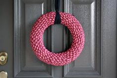 pistachio shell wreath  Google Image Result for http://1.bp.blogspot.com/_1eI7tS4s_Bg/S5l9cPx9ApI/AAAAAAAAUpU/Bi-0XJ72mCI/s640/b.jpg