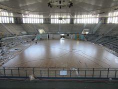 La pavimentazione sportiva del PalaCarnera ha uno sviluppo di superficie pari a 1100 metri quadri