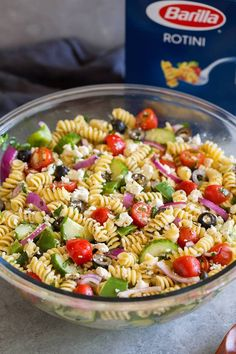 From Cooking Classy comes this tasty Mediterranean rotini pasta salad recipe that makes a convenient make-ahead meal. From Cooking Classy comes this tasty Mediterranean rotini pasta salad recipe that makes a convenient make-ahead meal. Rotini Pasta Salad Recipe, Pasta Salad Ingredients, Greek Salad Pasta, Summer Pasta Salad, Greek Salad Recipes, Easy Pasta Salad, Pasta Salad Italian, Meal Recipes, Veggie Pasta