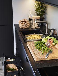 SÄLJAN werkblad | IKEA IKEAnl IKEAnederland inspiratie wooninspiratie interieur wooninterieurdesigndroom aanrechtblad blad keukenblad zwart mineraalpatroon aanrecht keuken eetkamer