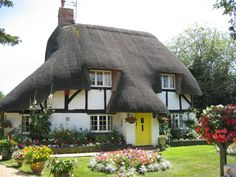 thatched cottage 3 by Bela Struzkova on 16-Jul-06, 14:02:18 - Photo Slideshow - TOCW1 Walk 48 - Whitchurch to Andover - SWC