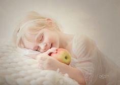 #sobota_fotografia #child #childrenphotography #kidsphotoshoot #naturallightportrait #indoorsession