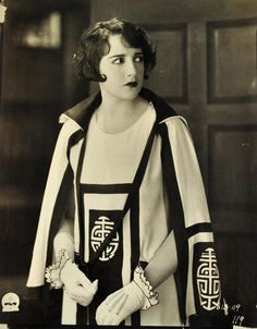 Bebe Daniels for LOVERS IN QUARANTINE - Frank Tuttle, 1925. (via Decaying Hollywood Mansions)