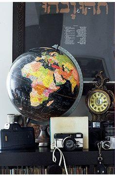 https://flic.kr/p/5vLKaJ | uo illuminated globe | posted on www.aphrochic.blogspot.com October 22, 2008.