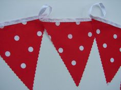 7 meters white spots on red birthday party bunting