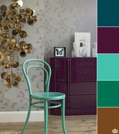 Green chair, purple furniture and neutral colors in wall, is possible!