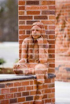 Beeldhouwwerk van bakstenen Roomed | roomed.nl