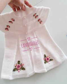Diy Crafts - This Pin was discovered by Ays Baby Cardigan, Knit Baby Dress, Baby Pullover, Knitted Baby Clothes, Knitting For Kids, Baby Knitting Patterns, Pull Bebe, Baby Coat, Baby Girl Crochet