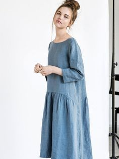 Washed and soft linen dress with sleeves and drop sides. The dress has pockets. The length of the dress is +/- 39.7 (101 cm). The lenght to +/- 43.3 (110 cm) can be added with no extra charge. Leave us a note about the length while ordering. ++++++++++++++++++++++++++++++++++++++++++++++++++++++++++++++++++ WHAT MAKES YOUR ITEM SPECIAL. Our items are handmade in small studio in small quantities of washed linen fabric, specially woven for us by our local linen manufacturers. The p...