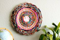 flax twine: Woven Finger-Knitting Hula-Hoop Rug DIY I am doing this! Bought my hula hoop. Think I will use yarn and jute for texure. If it looks okay, I will post Hula Hoop Tapis, Hula Hoop Rug, Twine Crafts, Yarn Crafts, Diy Crafts, Easy Knitting Patterns, Arm Knitting, Scarf Patterns, Knitting Tutorials