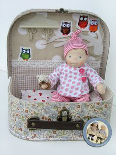 Suitcase set with tiny baby doll by Lalinda. Tiny Dolls, Soft Dolls, Baby Toys, Kids Toys, Waldorf Toys, Sewing Dolls, Doll Tutorial, Doll Crafts, Fabric Dolls
