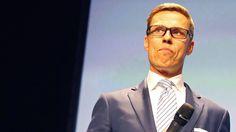 Alexander Stubb myöntää IS:lle tehneensä kolme maksullista puhetilaisuutta ja saaneensa niistä palkkioksi 5 000 euroa kerralta. Suomen Kuvalehden mukaan Stubbia puhujana välittävä Speakersforum ottaisi jopa 9 300 euron maksun.