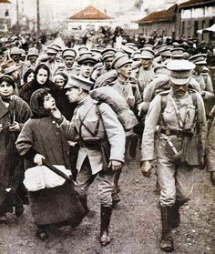 Portuguese soldiers in Lisbon (Portugal) leaving to France / Militares do CEP de partida para França.