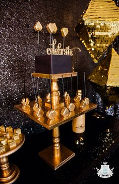 Black and gold themed bedroom black and gold centerpieces ideas black and gold centerpieces ideas black . black and gold themed bedroom gold room ideas Festa All Black, All Black Party, Black Gold Party, Golden Birthday, 40th Birthday Parties, Birthday Nails, Cake Birthday, Gatsby Party, Disco Party