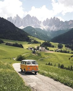 By committing to the van movement, people are making major life decisions. Quitting jobs. Cancelling leases. Emptying their parents' bank accounts. Everything in exchange for a nomadic #VanLife on four wheels. Documenting the pretty side of their daily adventures, Instagram account @project.vanlife is sharing their stories through dreamy photos.