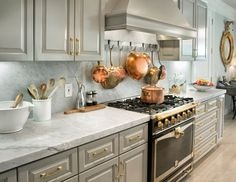 45 Fall Kitchen Trends: Color, Style and Seasonal Goodness Gold Kitchen Hardware, Kitchen Knobs, Copper Kitchen, New Kitchen, Kitchen Decor, Kitchen Cabinets, Brass Hardware, Copper Pots, Gray Cabinets