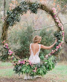 Wedding photo props yes or no? #weddingdecor #weddingflowers #weddingphotos #bridalphotos  @coutureeventsdubai #coutureevents #dubaiweddings #weddingplannerdubai