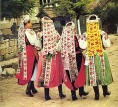 Kalotaszeg folk costumes - ethnic Hungarians from kalotaszeg, romania