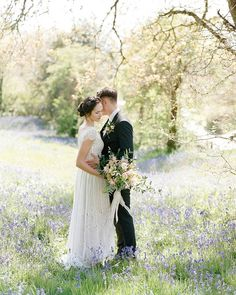 There's nothing we love quite as much as a romantic garden wedding @stylemepretty