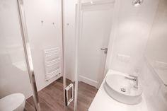 """Słoneczny apartament """"Chmielna Garden II"""" z prywatnym ogrodem znajduje się w samym sercu Gdańska, na Wyspie Spichrzów. Bathtub, Bathroom, Standing Bath, Washroom, Bathtubs, Bath Tube, Full Bath, Bath, Bathrooms"""