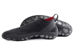 WORRLD-WIDE NOVETY http://bit.ly/2zmD84X Sailors, kiters and surfers had long been pushing for a slim, slip-resistant and highly-protective shoe for water, wind and waves ... But also on land and on urban floors our new NAUTIS SHEPPARD cuts a fine figure ... #paleos #chainmailshoes by #gostbarefoots #naturelovers #watersports #surfing #sailing #kitesurfing #barefootrunning #barefootshoes #barfußschuhe #perception #safety #outdoor #lifestyle #fun