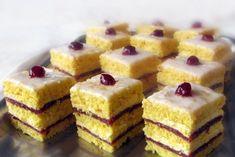 Lemon cream and raspberry preserves cake - Laura Laurentiu Romanian Desserts, Romanian Food, Sweet Desserts, Delicious Desserts, Yummy Food, Cake Recipes, Dessert Recipes, Cake & Co, Cake Flavors