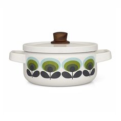 Enjoy a warming stew using the Flower casserole dish from Orla Kiely. Crafted from enamel with a unique acacia wood lid handle, this dish will make a retro addition to any kitchen. Orla Kiely, Cocinas Kitchen, Kitchenware, Tableware, Vintage Design, Acacia Wood, Green Flowers, Casserole Dishes, Vintage Kitchen