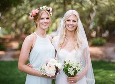 Photography : Leslee Mitchell Read More on SMP: http://www.stylemepretty.com/2016/02/24/sally-a-piece-of-toast-dreamy-beach-wedding/