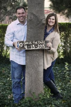 Love this engagement photo idea: Save the Date ❤