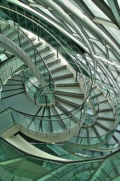 London City Hall Stairs by Norman Foster London Architecture, Beautiful Architecture, Architecture Details, Modern Architecture, Architecture Panel, Architecture Portfolio, Norman Foster, Grand Staircase, Staircase Design