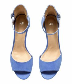 Blue peep toe sandals in imitation suede. H&M.