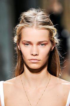 tendencias de primavera vistas en pasarela para peinados de novia: Balenciaga