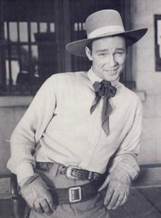 The life of Roy Rogers: his career struggles and relationship drama Hollywood Actor, Hollywood Stars, Radios, Dale Evans, Tv Westerns, Roy Rogers, Western Movies, Classic Tv, Vintage Movies