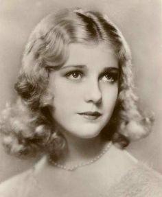 Anita Louise (9 de enero de 1915 – 25 de abril de 1970). Actriz cinematográfica estadounidense