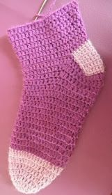 ARTES-ANAS: CALCETINES CROCHET CON CORAZÓN Socks, Accessories, Color, Fashion, Crocheted Flowers, Shoes, Recipe, Projects, Stuff Stuff