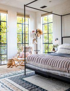Minimalist Decor Colorful Lights traditional minimalist home ideas.Minimalist Bedroom Carpet Modern minimalist home interior french. House Minimalist, Minimalist Bedroom, Minimalist Decor, Modern Bedroom, Minimalist Interior, Modern Minimalist, Casual Bedroom, Modern Bedding, Minimalist Kitchen