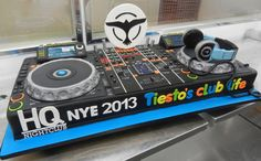 DJ Cake #OneAmazingCake If we were a DJ we would demand this cake!!! We love! :-) #Amazing