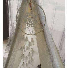 Attrape-Rêves DreamCatcher Blanc Satin & Plumes - Lucy Jeanne Collection - Décoration Boho Mariage Anniversaire Chambre enfants
