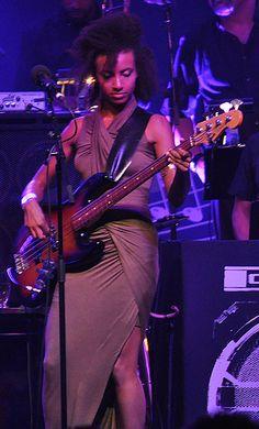 Esperanza Spalding (US) Esperanza Spalding, Willie Dixon, Women Of Rock, Guitar Collection, Women In Music, Music People, Music Icon, Iconic Women, Music Lovers