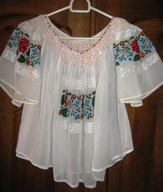 Looking for Antique Romanian Peasant Blouse Floral Embroidery? Compare prices for Antique Romanian Peasant Blouse Floral Embroidery, find the best offer in hundreds of online stores! Short Shirts, Cool Style, My Style, Clothes Crafts, Folk Costume, Boho Look, Embroidered Blouse, Fashion History, Traditional Dresses