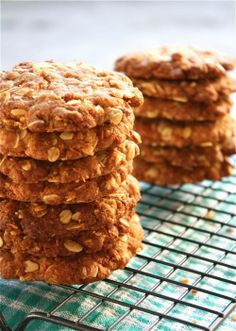 Traditional Australian Food: Anzac Biscuits. http://foodmenuideas.blogspot.com/2014/02/traditional-australian-food.html