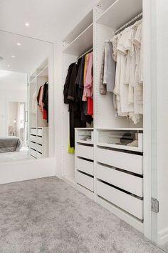 Master bedroom closet behind bed mirror Ideas Small Walk In Wardrobe, Walk In Closet Design, Bedroom Closet Design, Master Bedroom Closet, Small Closets, Dream Closets, Home Room Design, Closet Designs, Mirror Bedroom